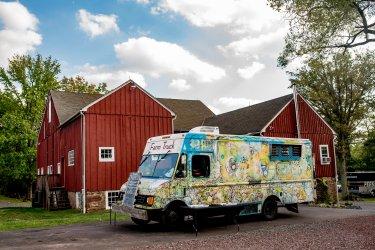 farm-truck-wedding